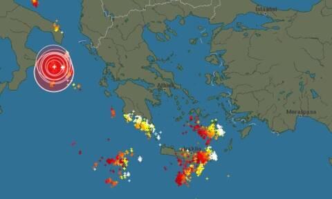 Καιρός - Live: Πού βρίσκονται αυτήν την ώρα οι κεραυνοί και οι καταιγίδες...