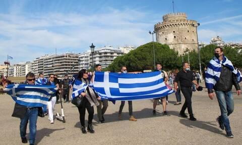 28η Οκτωβρίου: Έκαναν... παρέλαση σε Θεσσαλονίκη, Πάτρα, Πτολεμαΐδα παρά τα μέτρα για τον κορονοϊό