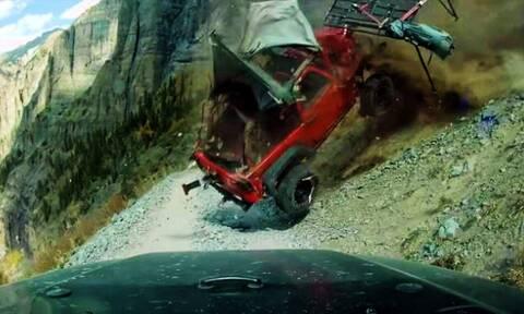 Τρομακτικό ατύχημα! Τζιπ κατρακυλά σε γκρεμό (video)