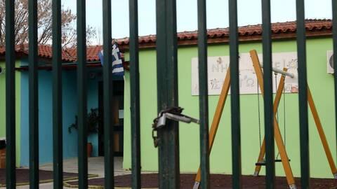 Κορωνοϊός: Ποια σχολεία και τμήματα θα είναι κλειστά την Πέμπτη