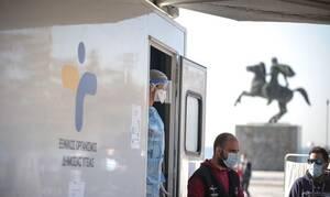 Κορονοϊός: Έντονη ανησυχία Αρκουμανέα για Θεσσαλονίκη – Ουρές για τα rapid tests