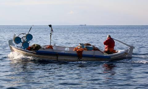 Φωτιά και.. ατσάλι στο Αιγαίο: Τούρκοι παρενοχλούν Έλληνες ψαράδες - Έφτασαν στα 4 ν.μ. στη Μυτιλήνη