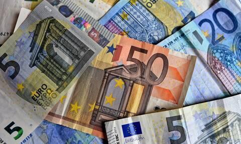 Επίδομα 534 ευρώ: Στους λογαριασμούς τα χρήματα των δικαιούχων - Τα πόσα που θα λάβουν