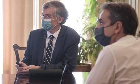 «Ασπίδα» Μητσοτάκη σε Τσιόδρα: Απαράδεκτο να στοχοποιούνται οι επιστήμονες