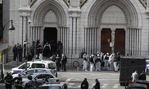 Η Γαλλία υπό «πολιορκία»: Μπαράζ επιθέσεων από ισλαμιστές - Νεκροί και τραυματίες