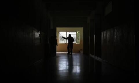 Κορονοϊός: Έτσι μεταδίδεται σε κλειστούς χώρους – Πώς μειώνεται η διασπορά
