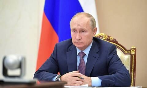 Путин заявил, что тотальных ограничений из-за COVID-19 в России не планируется