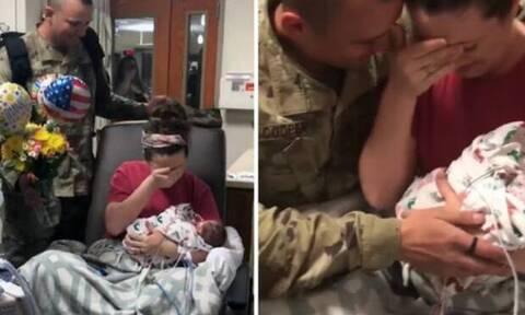 Έβαλε τα κλάματα όταν είδε τον άντρα της να γυρνάει από τον πόλεμο! (vid)
