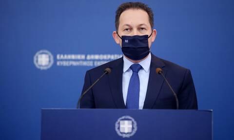 Πέτσας προς Τσίπρα: Επικροτείτε την επίθεση που δέχεται από βουλευτές σας ο κ. Τσιόδρας;