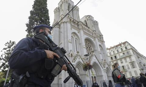 Γαλλία: Ο δράστης άλλαξε ρούχα στον σταθμό πριν εξαπολύσει επίθεση στη βασιλική της Νοτρ Νταμ