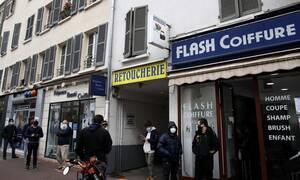 Κορονοϊός στη Γαλλία: Κοσμοσυρροή στα κομμωτήρια πριν από την εφαρμογή του lockdown