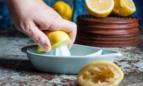Μαλακά μπισκότα λεμονιού - Η πιο νόστιμη συνταγή για να τα φτιάξετε (vid)
