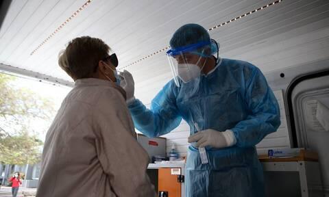 Κορονοϊός: Επαναστατικό τεστ θα ανιχνεύει τον ιό σε δευτερόλεπτα - Ο ρόλος Έλληνα καθηγητή