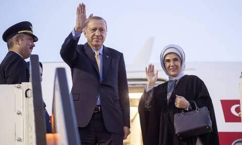 Hurriyet: «Μαϊμού» οι τσάντες Hermes της Εμινέ Ερντογάν