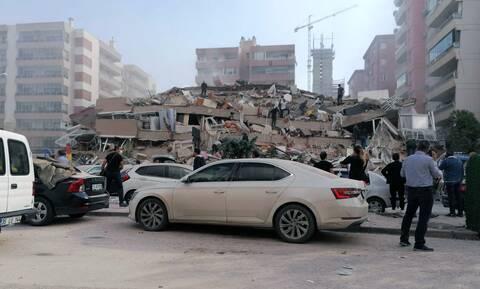Σεισμός: Αγωνία στη Σμύρνη – Δεκάδες εγκλωβισμένοι στα κτήρια που κατέρρευσαν
