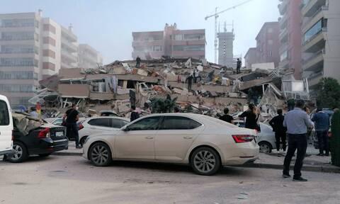 Σεισμός - Σμύρνη: «Μάχη» στα χαλάσματα - Αυξάνονται οι νεκροί και οι τραυματίες