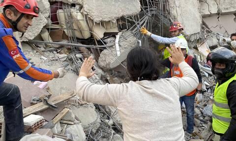 Σεισμός: «Βομβαρδισμένη» η Σμύρνη - Θάνατος, σπαραγμός και καταστροφή - Μάχη για τους εγκλωβισμένους