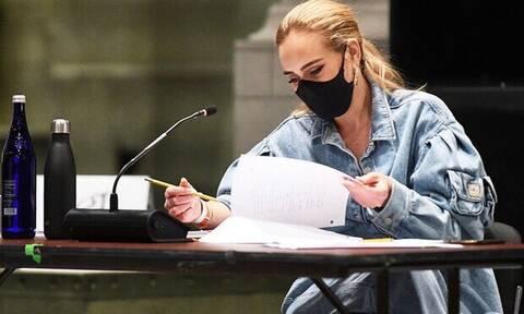 H Adele δηλώνει single και η είδηση γίνεται viral