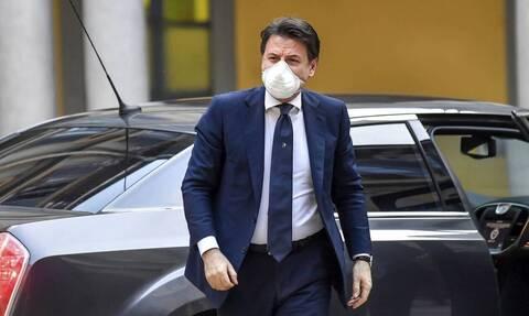 Ιταλία: Βουτιά της δημοτικότητας του Τζουζέπε Κόντε και της κυβέρνησης