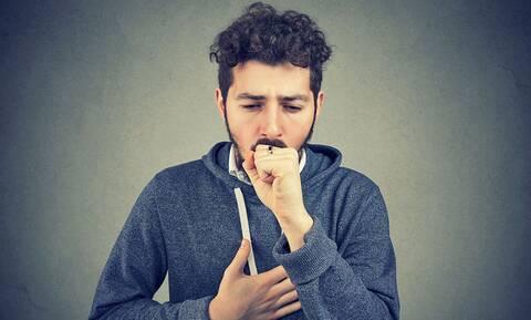 Κορονοϊός: Ποια συμπτώματα έχει - Πώς να ξεχωρίσεις αν έχεις κρυολόγημα, γρίπη ή Covid-19