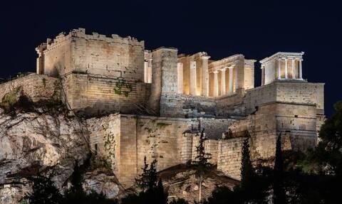 Απάντηση της Μενδώνη για τα τσιμέντα στην Ακρόπολη - «Έχετε πάει την τελευταία 20ετία;»