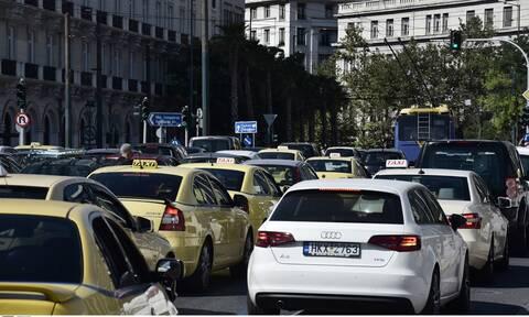 Κίνηση στους δρόμους: Τροχαίο στην Λεωφόρο Κηφισίας - Ποιοι δρόμοι είναι στα «κόκκινα»