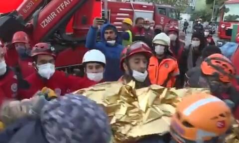 Σμύρνη: «Θαύμα» στα συντρίμμια - Ανασύρθηκε ζωντανή 3χρονη μετά από 65 ώρες εγκλωβισμού