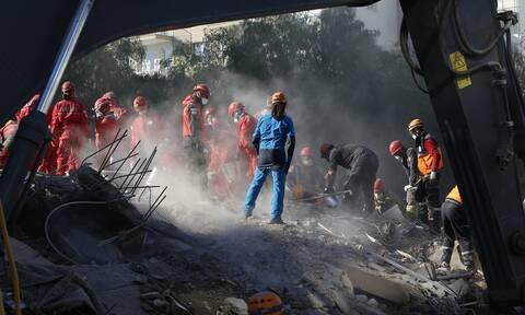 Σεισμός Τουρκία: Θρήνος και αγωνία στα ερείπια - Τουλάχιστον 91 νεκροί