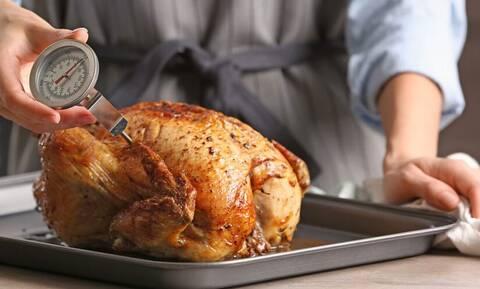 Πλένεις το κοτόπουλο πριν το μαγειρέψεις; Σταμάτησέ το!