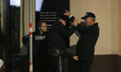 Επίθεση Βιέννη: Μαζικά χτυπήματα τρομοκρατών – Ανατινάχθηκε δράστης