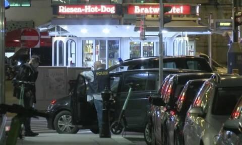 Βιέννη: «Οπλισμένοι και επικίνδυνοι» οι δράστες της επίθεσης - Παραμένουν ακόμη ασύλληπτοι