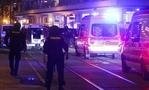 Επίθεση στη Βιέννη: Τουλάχιστον ένας από τους δράστες διαφεύγει τη σύλληψη