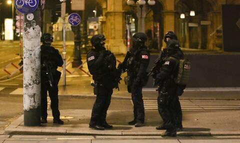 Επίθεση στη Βιέννη: Αποτροπιασμό εκφράζει η πολιτειακή και πολιτική ηγεσία της Αυστρίας