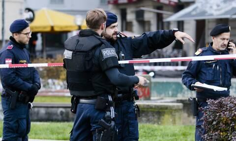 Τρομοκρατική επίθεση Βιέννη: Τζιχαντιστής του ISIS σκόρπισε τον όλεθρο – Σοκάρουν τα βίντεο