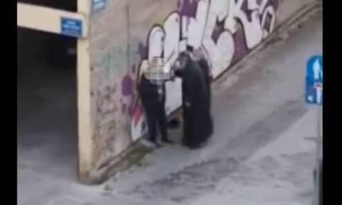 Κοζάνη: Ιερέας χαστούκισε πολίτη στο δρόμο (video)