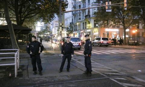 Επίθεση στη Βιέννη: Δύο συλλήψεις και επιδρομές σε σπίτια - Τριήμερο πένθος στην Αυστρία