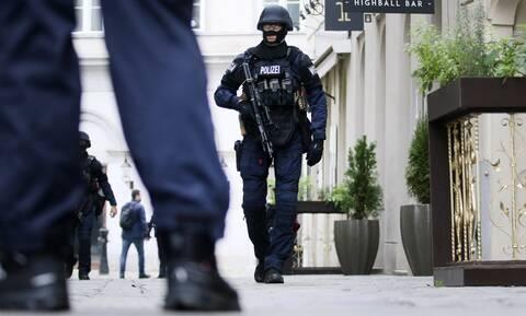 Τρομοκρατική επίθεση Βιέννη - Μαρτυρία Ελληνίδας στο Newsbomb.gr: «Ο κόσμος κρυβόταν στα μαγαζιά»