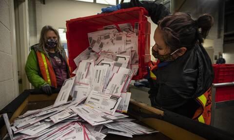 Εκλογές ΗΠΑ - Αποτελέσματα: Οι πρώτες προβλέψεις των ΜΜΕ - Ψήφο με ψήφο πάνε Τραμπ και Μπάιντεν