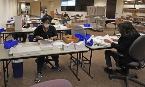 Εκλογές ΗΠΑ 2020: Η ομάδα Τραμπ προσέφυγε στη δικαιοσύνη για επεξεργασία των επιστολικών ψήφων