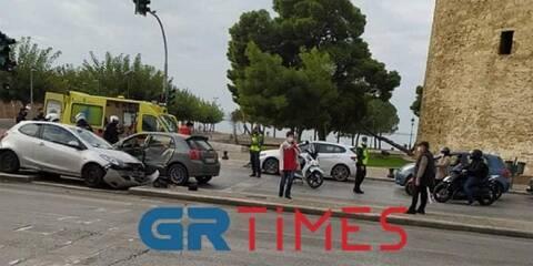 Θεσσαλονίκη - Lockdown: Σοβαρό τροχαίο στον Λευκό Πύργο - Αυτοκίνητο παρέσυρε πεζούς