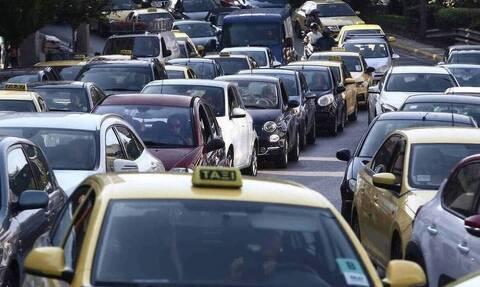 Κίνηση Τώρα: «Κόλαση» στους δρόμους - Ουρές χιλιομέτρων