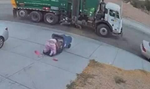 Πήγε να προλάβει το σκουπιδιάρικο, έπεσε με τα μούτρα στα σκουπίδια! (video)