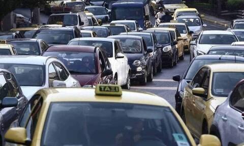 Κίνηση στους δρόμους: Τροχαίο στη Λιοσίων - Μεγάλο μποτιλιάρισμα στους δρόμους