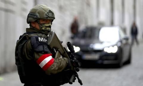 Τρομοκρατική επίθεση Βιέννη: Εξτρεμιστές και οι 15 συλληφθέντες