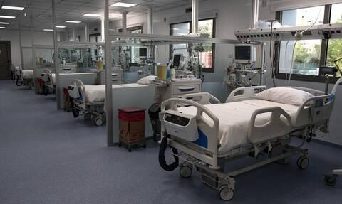 Υπουργείο Υγείας: Προσλαμβάνονται άμεσα 300 μόνιμοι γιατροί σε ΜΕΘ - Επίταξη ιδιωτικών κλινικών