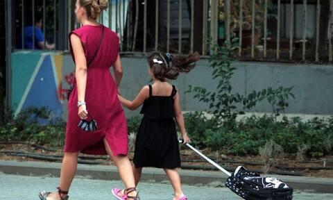Lockdown: Πώς θα πηγαίνετε τα παιδιά στο σχολείο - Οι κωδικοί των SMS