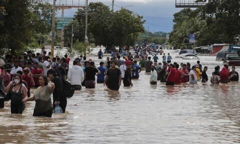 Σαρώνει τη Γουατεμάλα ο κυκλώνας Ήτα: Τους 50 έφτασαν οι νεκροί (vids+pics)