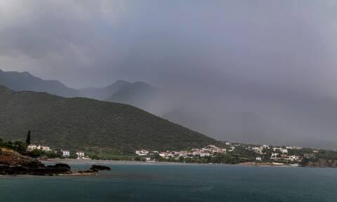 Καιρός σήμερα: Με συννεφιά και θυελλώδεις ανέμους η Παρασκευή - Πού θα βρέξει