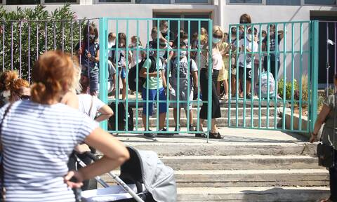 Lockdown - Σχολεία: Πώς θα γίνεται η μετακίνηση των μαθητών - Με SMS και γραπτή βεβαίωση