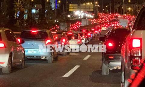 Κίνηση ΤΩΡΑ: Όλη η Αθήνα στους δρόμους - «Κόλαση» σε καταστήματα, ΚΤΕΛ, λιμάνια και διόδια